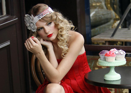 Taylor Swift looks stunning in scarlet on a photoshoot in London's trendy Noting Hill district