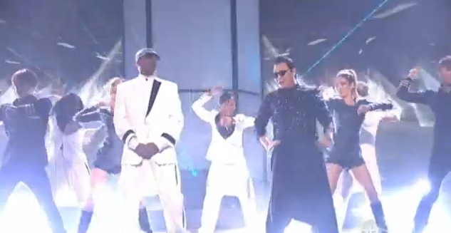 video-psy-mc-hammer-gangnam-style-live-2012-american-music-awards