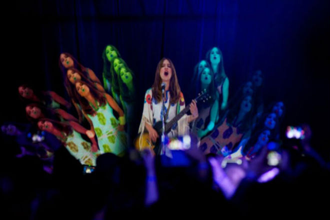 watch-hologram-feist-perform