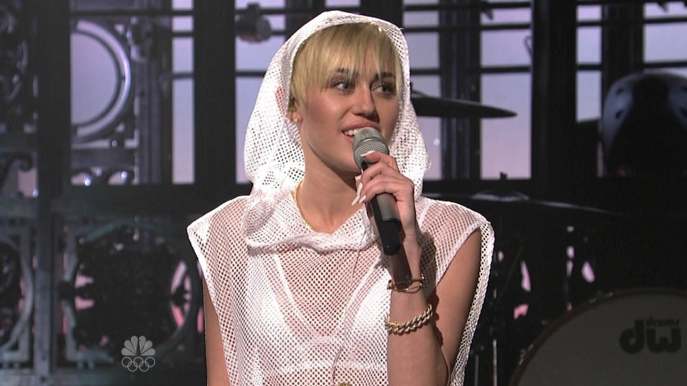 Miley-Cyrus-We-Cant-Stop-Acoustic-SNL-Video