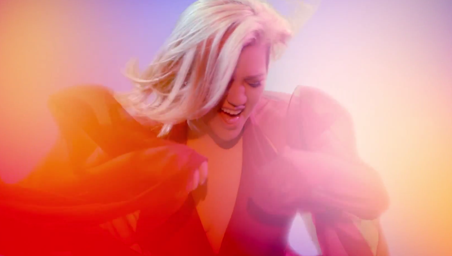 Kelly-Clarkson-Heartbeat-Song-Video