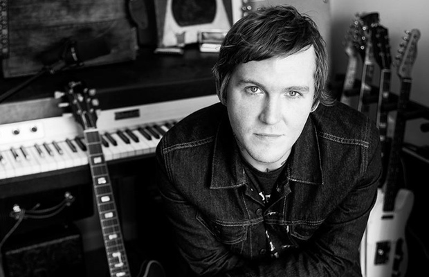 Brian_Fallon_(the_gaslight_anthem)_2015_-_620_x_400